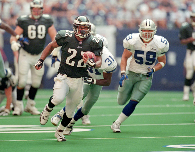 Now back with the Philadelphia Eagles as a coaching intern, Duce Staley opened the 2000 season for the Eagles in dominant fashion. With Donovan McNabb handing him the ball and a stout offensive line in front, Staley ran all over the Cowboys, netting 201 yards on 26 carries.