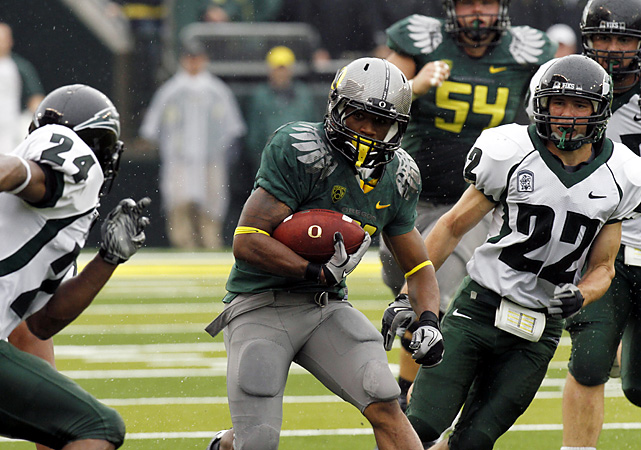 Not even Neil Lomax (who held 90 NCAA records) could save Portland State.  LaMichael James (center) rushed for 226 yards and two touchdowns on just 14 carries as the Ducks did all their scoring in the first three quarters. Darron Thomas completed only nine (of 18) passes, but four of them went for touchdowns for Oregon, which travels to Arizona State next weekend.