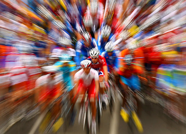 A zoom lens view of the peloton as it comes down the hill during the Under 23 road race on day three of the UCI Road World Championships on Oct. 01 in Geelong, Australia.