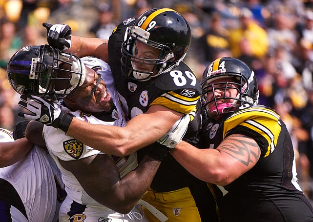 Steelers tight end Matt Spaeth inadvertently doffed the helmet of Ravens linebacker Terrell Suggs in Pittsburgh's 17-14 loss on Oct. 3.