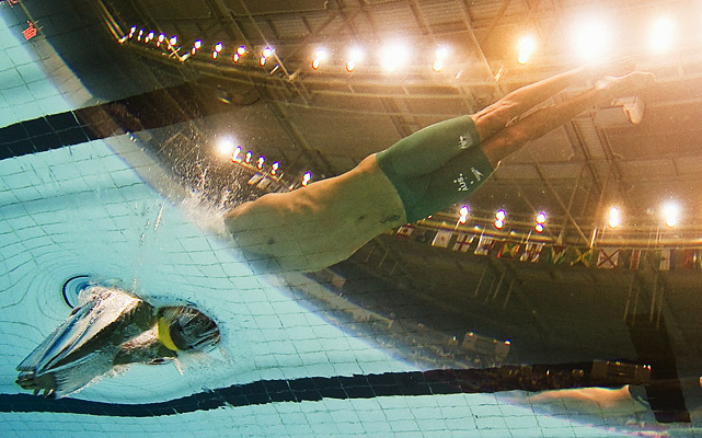 Australian swimmer Eamon Sullivan competes in the 100-meter freestyle final at the Commonwealth Games at the Dr. S.P. Mukherjee Aquatics Center in New Delhi on Oct. 7.   Sullivan won the bronze behind Canadian and English swimmers, who won gold and silver respectively.