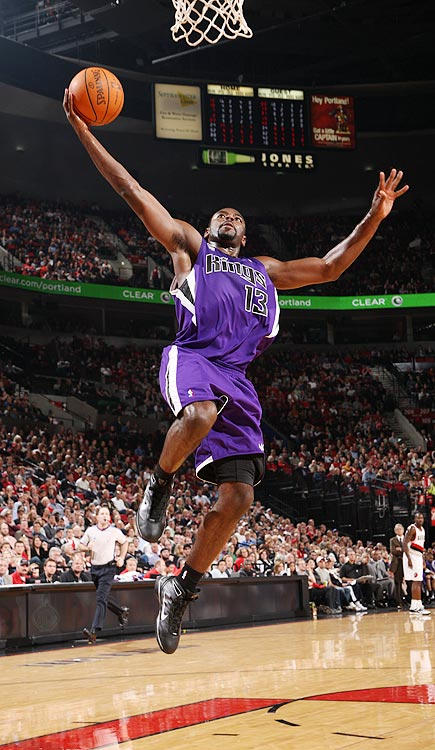 2009-10 Key Stats: 20.1 ppg | 5.8 apg | 5.3 rpg | 1.5 spg   Tyreke Evans isn't a pure point guard, but you could do a lot worse than adding this shoot-first guard to your squad.  In his rookie year, Evans became only the fourth player to average 20 points, five assists and five rebounds.  Rumor has it that the former Memphis guard has been working on his jump shot all offseason, which should improve his sole weakness: 0.5 three-pointers a game.