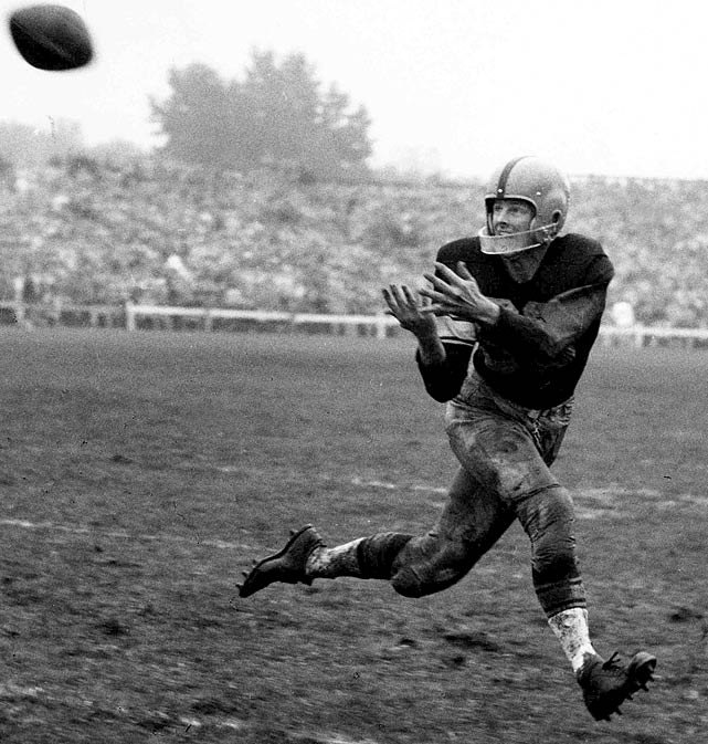 Packers receiver Billy Howton makes a catch during a 1954 game with the Chicago Bears.