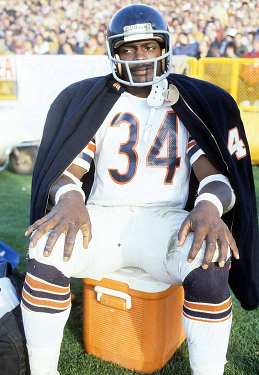 Walter Payton takes a breather during the Bears' 1985 Super Bowl-winning season.