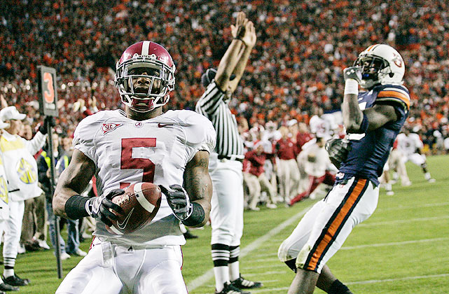 Despite a subpar performance from their best runner and eventual Heisman Trophy winner Mark Ingram (held to 30 yards on 16 carries), undefeated Alabama was able to defeat Auburn on a late touchdown pass from Greg McElroy to Roy Upchurch (left).  Alabama would go on to win the BCS Championship.