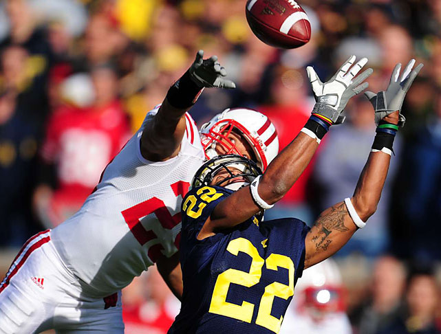 Wide receiver Darryl Stonum of Michigan makes a catch as cornerback Niles Brinkley of Wisconsin defends. The play set up a Michigan touchdown in third quarter. Wisconsin defeated Michigan 48-28.