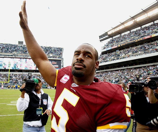 It wasn't pretty, but Donovan McNabb's return to Philadelphia in a Redskins uniform had everything the veteran quarterback could have asked for.  After being greeted with a standing ovation, McNabb helped guide his Redskins to 17 first-half points, including a missile of a touchdown pass to tight end Chris Cooley late in the first quarter.  The Eagles shutout the Washington offense for the last 30 minutes, but it didn't matter -- the Redskins triumphed 17-12 in McNabb's highly-anticipated homecoming.