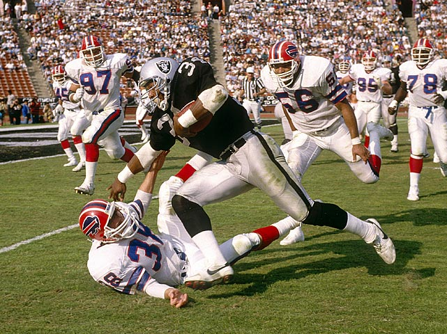 While Marcus Allen may have been the Raiders' best overall running back, Bo Jackson their most exciting. The Auburn grad only played 38 games in four seasons, but rushed for nearly 2,800 yards and 16 touchdowns, many of which were worthy of the highlight reel. A bad hip forced him into early retirement, but he remains one of the most popular Raiders of all time.