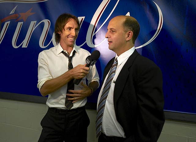 Nash's versatility extends beyond the court, as he served as a reporter for the Late Show with David Letterman before a 2009 Finals game between the Magic and Lakers.  Here, his interview subject is Jeff Van Gundy.