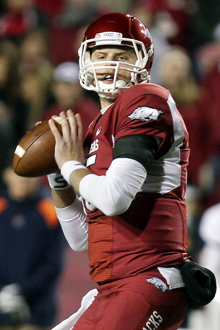 In what could be his final home game at Razorback Stadium, Ryan Mallett tied the school record for touchdown passes for the fourth time in his career. He threw for five touchdowns and ran for a sixth as the Razorbacks (8-2) cruised to a nonconference win. Arkansas sophomore Knile Davis rushed for a career-best 182 yards and a score on 11 carries. Arkansas ran for 326 yards on its way to a season-high 577 total yards.