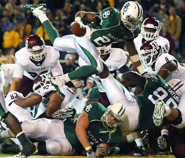 Jay Finley's (top) first-half score helped the Bears built a 16-point lead before the Aggies rallied. Cyrus Gray ran for 137 yards and scored three of his career-high four touchdowns in the second half as Texas A&M posted fourth straight victory and the seventh win of the season, surpassing last year's six-win finish.