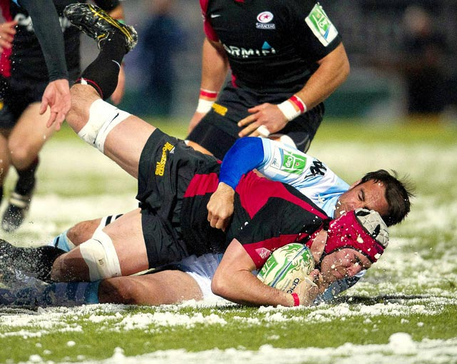 Racing Metro's flanker Johnny Leo'o (bottom) vies with Saracens' Kelly Brown (top) for the ball during their Heineken cup match on Dec. 17 at the Yves-du-Manoir stadium in Colombes, outside Paris.