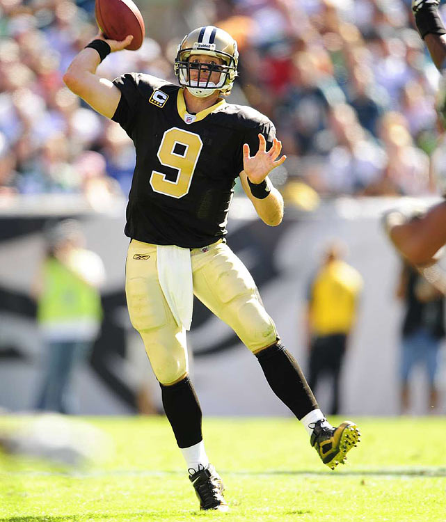 70.62%  -- The best single-season completion percentage in NFL history. Brees set the record in 2009, just before he had a 82.1  completion percentage in the Super Bowl, the second-best  mark in Super Bowl history. Brees achieved this mark in 2009.
