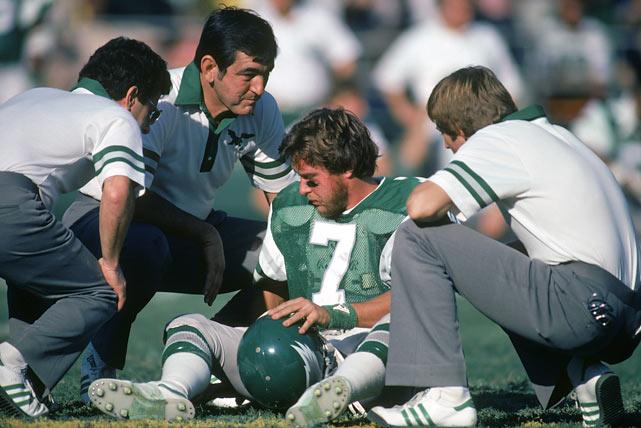 Each day, the SI Vault posts old photos of athletes and celebrities to  its Twitter feed.   Here are some of the best pictures from the past week.   Eagles quarterback Ron Jaworski is seeing stars after getting hit during a 1982 game against the Redskins.
