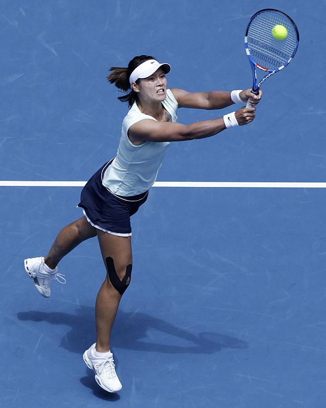 Li Na makes a backhand return to Wozniacki during Thursday's match.
