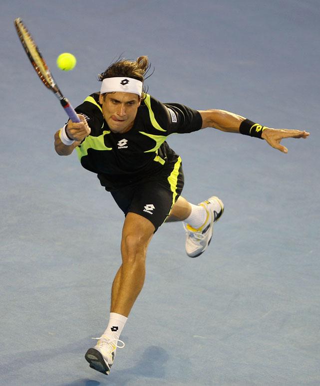 Ferrer scrambles to return a ball against Murray.