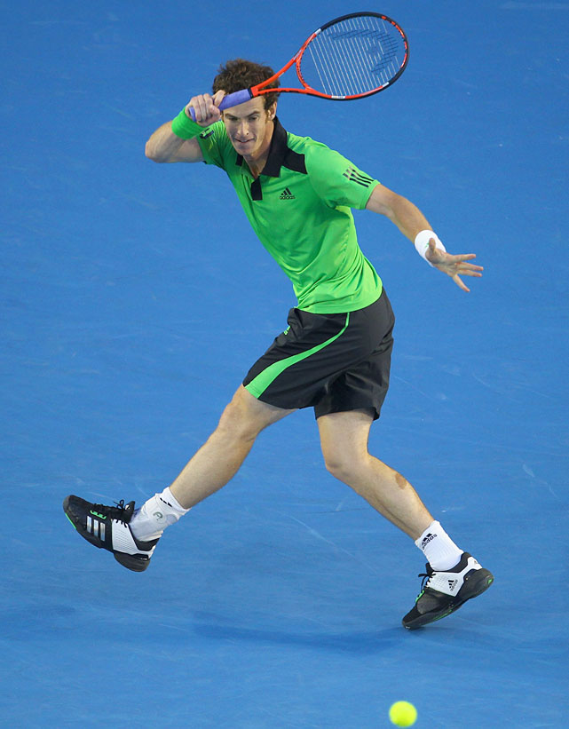 Murray plays a forehand to Ferrer.
