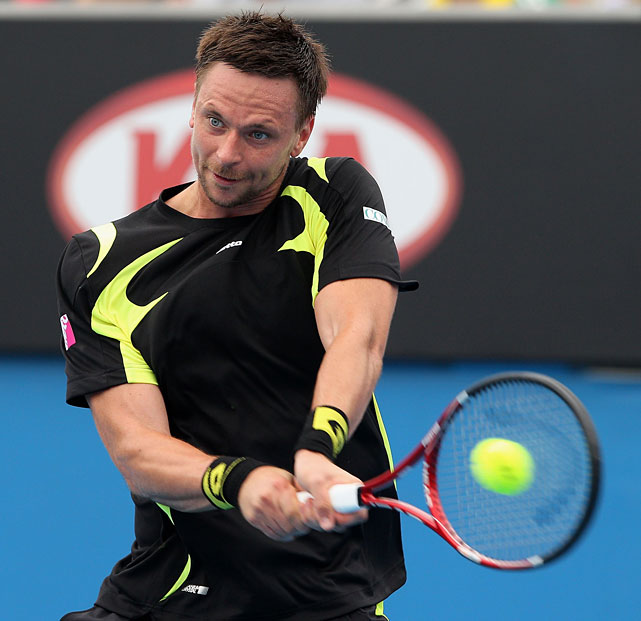 Fourth-seeded Robin Soderling rolled to a 6-4, 6-2, 6-2 victory over Potito Starace.