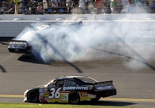 Matt Kenseth (17) crashes into the wall as Dave Blaney (36) gets past on the low side.