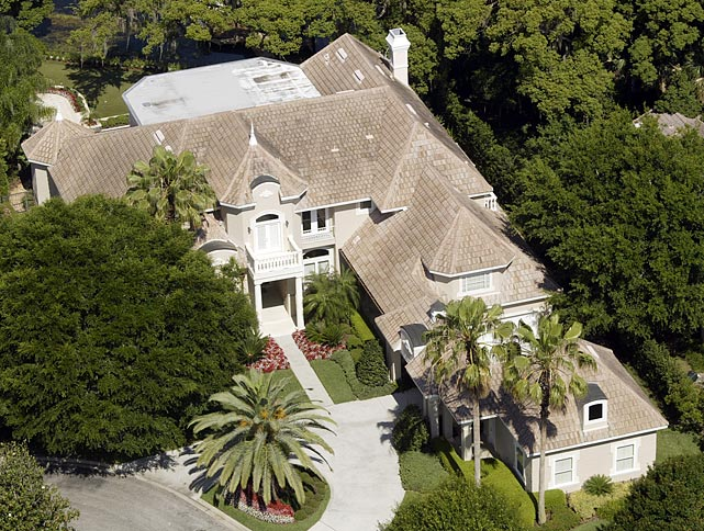 In March 2013, Bubba Watson purchased this mansion for $2.2 million.  Fellow golfer Tiger Woods formerly owned the house. Watson apparently renovated 95% of it before moving in.