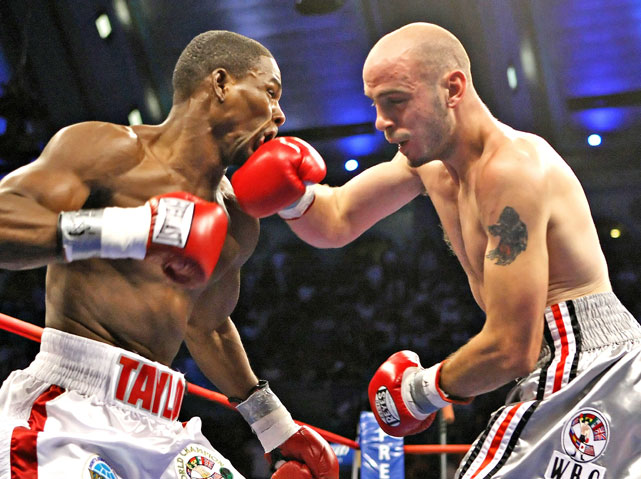 Pavlik met Taylor for the WBC and WBO middleweight titles at Atlantic City's Boardwalk Hall in 2007.
