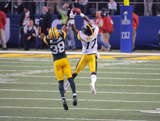Packers cornerback Tramon Williams breaks up a Ben Roethlisberger pass intended for Mike Wallace to force a turnover on downs and seal a Super Bowl XLV victory for Green Bay.