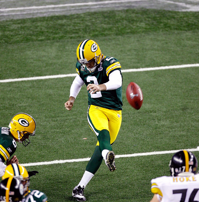 Green Bay kicker Mason Crosby drills a 23-yard field goal to put Green Bay up 31-25 late in the fourth quarter.