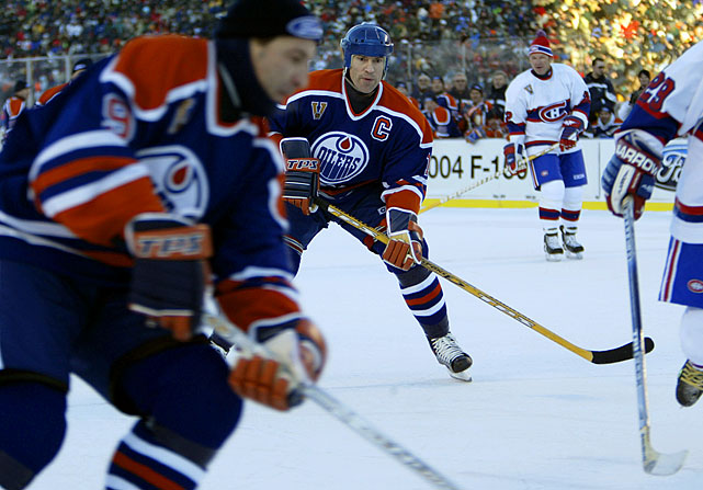 Former Oilers captain Mark Messier, the only active player (he needed permission from his current club, the New York Rangers, to participate) led his troops to a 2-0 win over the Canadiens alumni.