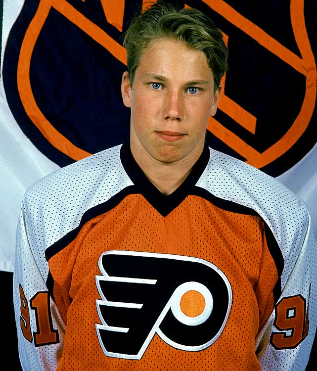 The son of Kent Forsberg, who coached Modo and the Swedish national team, Peter was drafted sixth overall by the Philadelphia Flyers in 1991 but traded to Quebec with four other players, $15 million and future considerations for Eric Lindros, the first overall pick who had refused to play for the Nordiques.