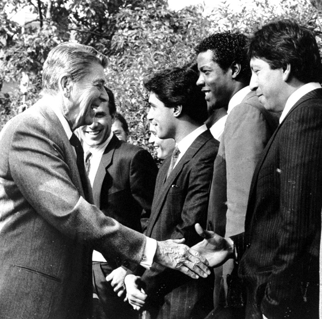 Reagan shakes hands with Mets pitchers Jesse Orosco as Bob Ojeda, Lee Mazzilli and Dwight Gooden look on. The players were at the White House after winning the 1986 World Series.