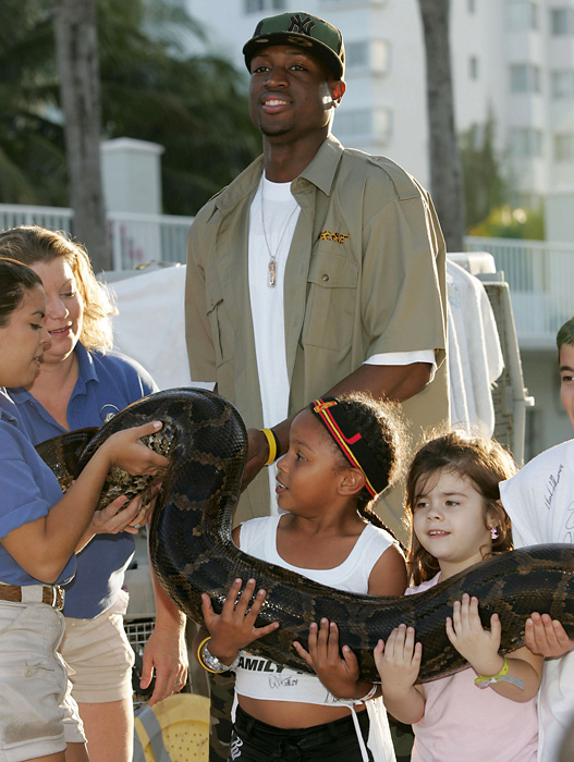 Dwyane Wade and a group of Young Heat fans meet a new friend at the  2005 Miami HEAT Family Festival in Miami Beach.