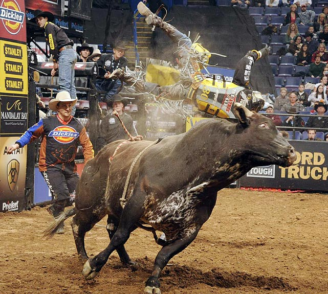 Dickies DuraBullfighter Frank Newsom moves forward to save Pistol Robinson of Burleson, Texas, from Navajo Rug.