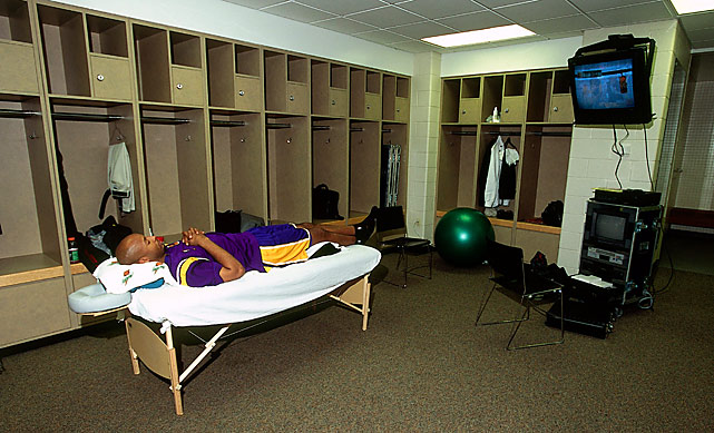 Shaw needed to catch some z's before Game 3 of the 2000 Finals against the Pacers. He scored four points in 13 minutes and the Lakers lost by nine. Luckily, they won the title.