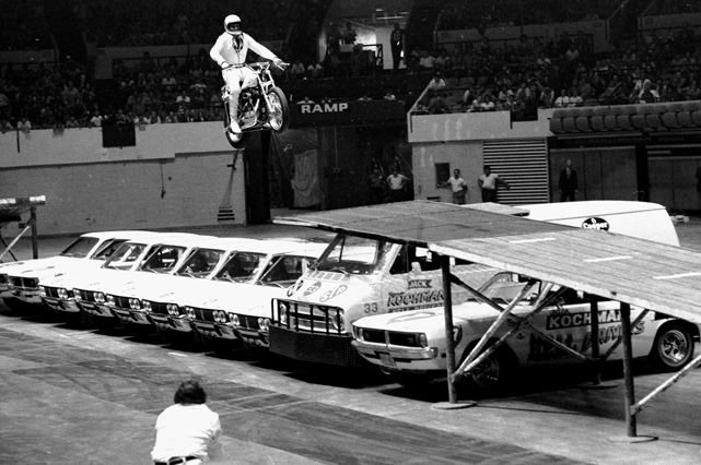 Knievel dreamed big when thinking of possible jumps. While in New York City, he spoke of jumping from one skyscraper to another. The plan never got off the ground and the NYC fans had to settle for this performance, where the daredevil jumped over nine cars at Madison Square Garden.