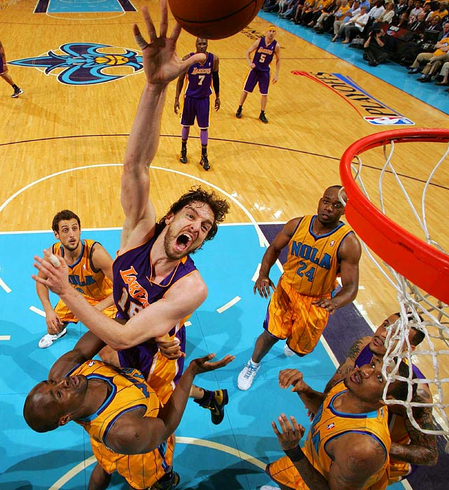 Los Angeles Lakers forward Pau Gasol rebounded from a horrible Game 1 performance with 17 points and 10 rebounds in Game 3 of the Western Conference quarterfinals.