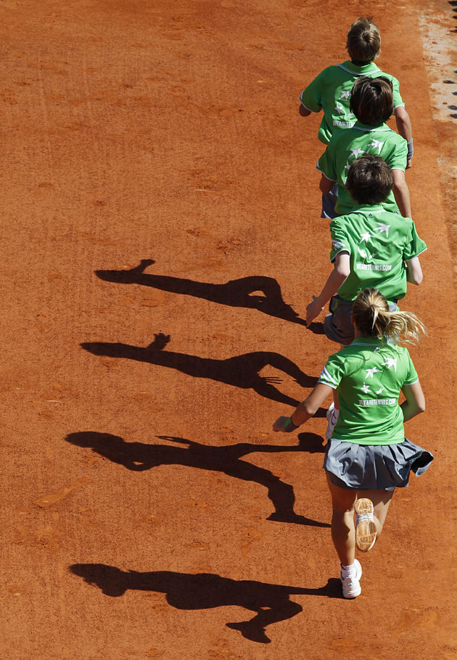 Ball boys run during the Schiavone-Oudin match on Court Philippe Chatrier.