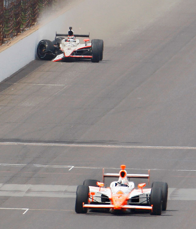 Bryan Herta Autosport driver Dan Wheldon wins as Panther Racing driver J. R. Hildebrand crashes on the final turn of the final lap.