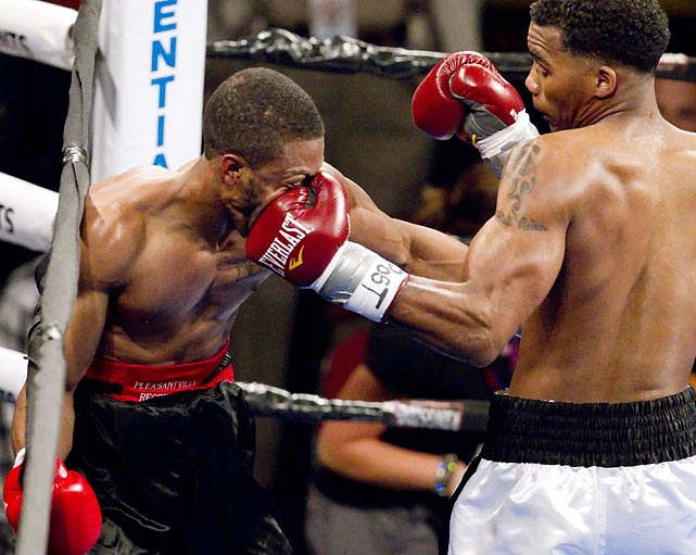 Sidell Blocker (left) couldn't live up to his name during this lightweight undercard fight against Tyrone Luckey on May 20. Luckey would go on to win on a second round KO.