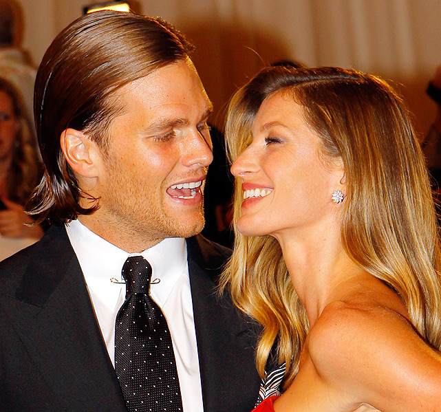 Perfectly matted-down hair? Check. Carefully groomed 5 o'clock shadow? Check. Supermodel wife? Check. Tom Brady shows how it's done at the Metropolitan Museum of Art Costume Institute Benefit in New York.