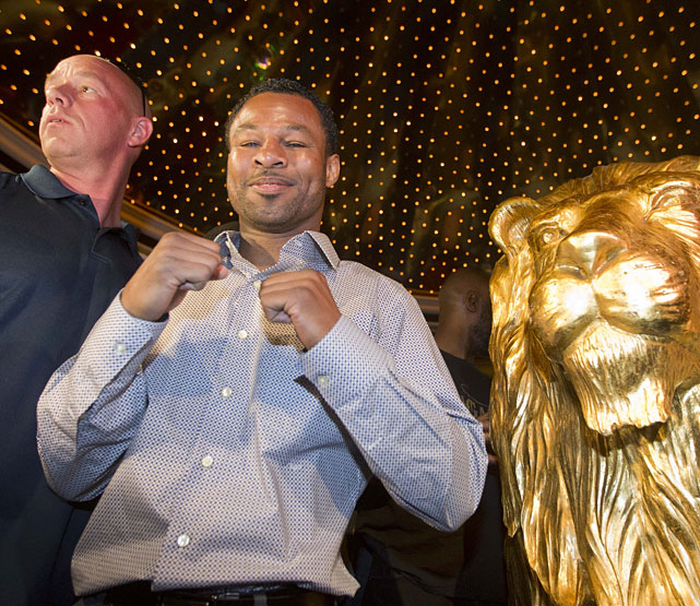 Shane Mosley poses for photos after arriving at the MGM Grand.