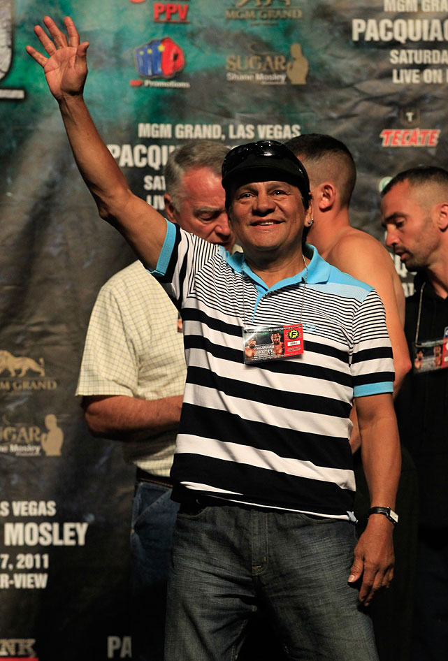 Boxing legend Duran waves during the official weigh-in.