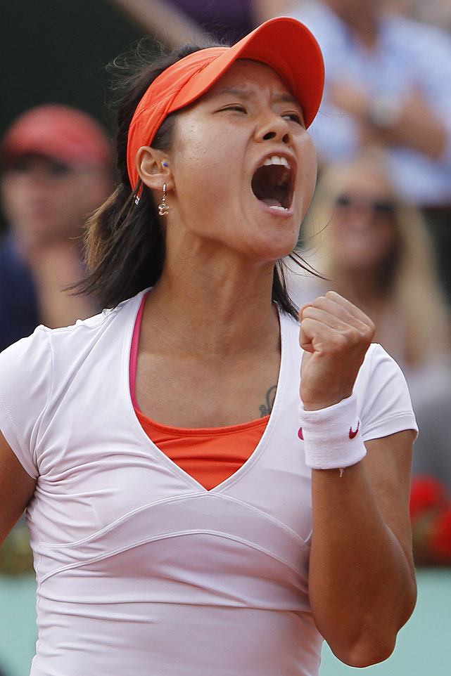 Li Na clenches her fist after scoring against Francesca Schiavone.