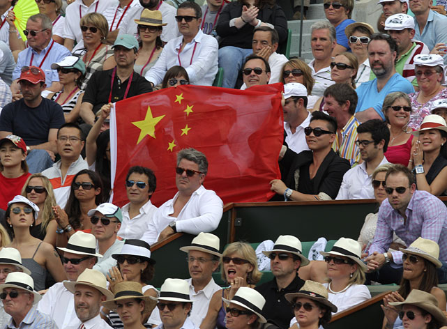 Fans of Li Na wave a Chinese flag during Saturday's women's singles final.