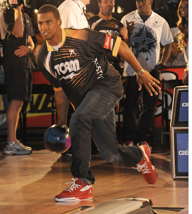 Chris Paul was in the news over the weekend when it was announced that he'll join Jerome Bettis, Terrell Owens and Kevin Hart as the first celebrity owners in the inaugural season of the Professional Bowlers Association's PBA League. The  league will feature eight teams of five PBA players each and make its debut in January on ESPN. In honor of Paul and the new PBA, SI looks at Athletes at the Bowling Alley.