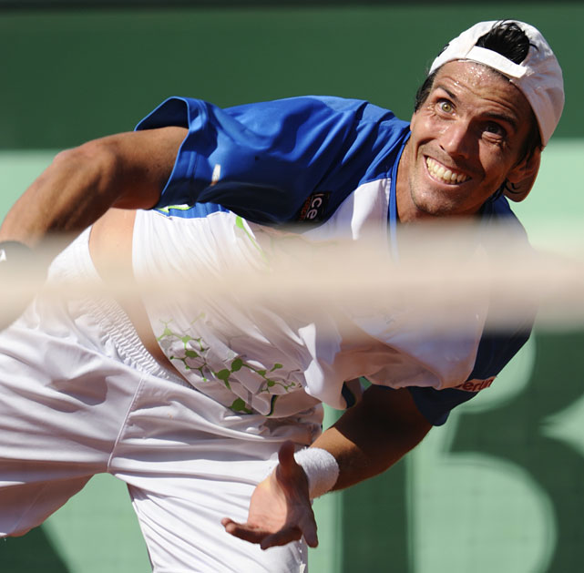 Juan Ignacio Chela returns the ball to Andy Murray during their quarterfinal.