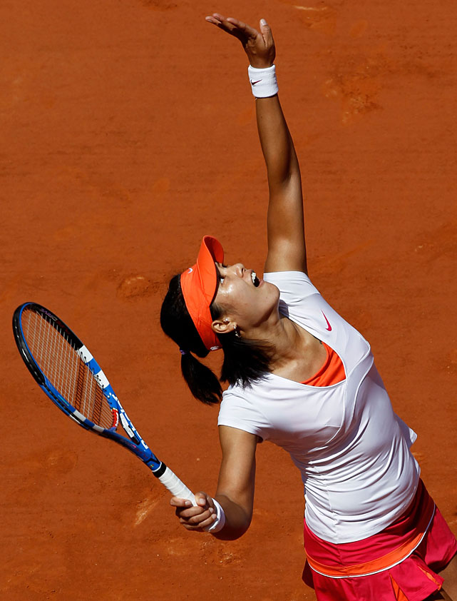 Li Na serves to Victoria Azarenka during their quarterfinal.