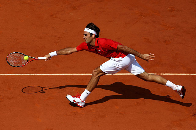 Roger Federer extends to hit a forehand.