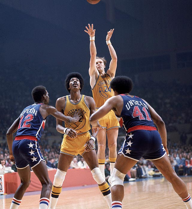 Barry led the underdog Golden State Warriors to a 4-0 sweep over the Washington Bullets. He outplayed Washington stars Wes Unseld and Elvin Hayes and finished the series averaging 29.5 points and 3.5 steals.