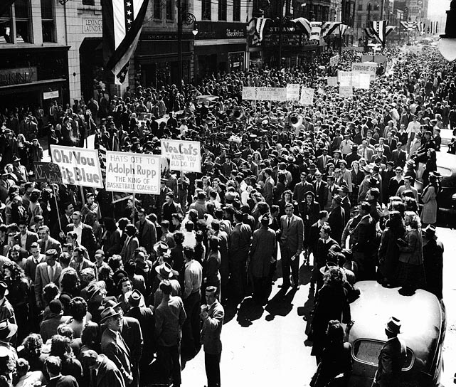 25 MAR 1948:  Citizens of Lexington, KY celebrate Kentucky's NCAA Final Four Men's Basketball National Championship win over Baylor with a street parade. Kentucky defeated Baylor 58-42.