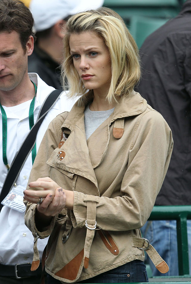 Brooklyn Decker, wife of Andy Roddick, is seen in the stands.